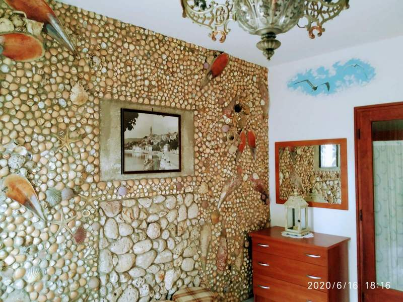 shell wall apartment maricic